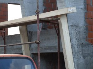 Prvačina - montaža lesene pod konstrukcije - lepljeni leseni nosilci