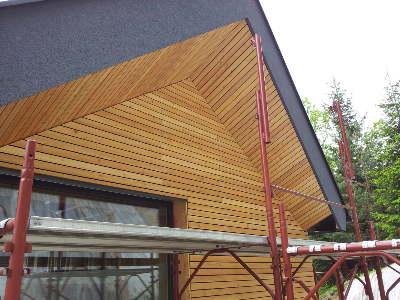 Lesena fasada Tržič - sibirski macesen - romb 24 x 70 mm