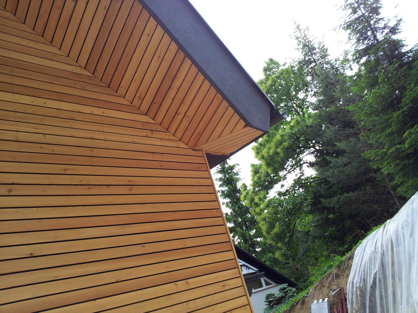 Lesena fasada Tržič - sibirski macesen - enaka fuga