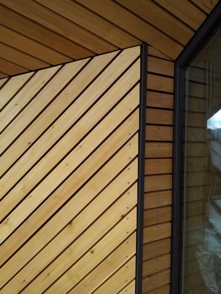 Lesena fasada Tržič - sibirski macesen - natančnost