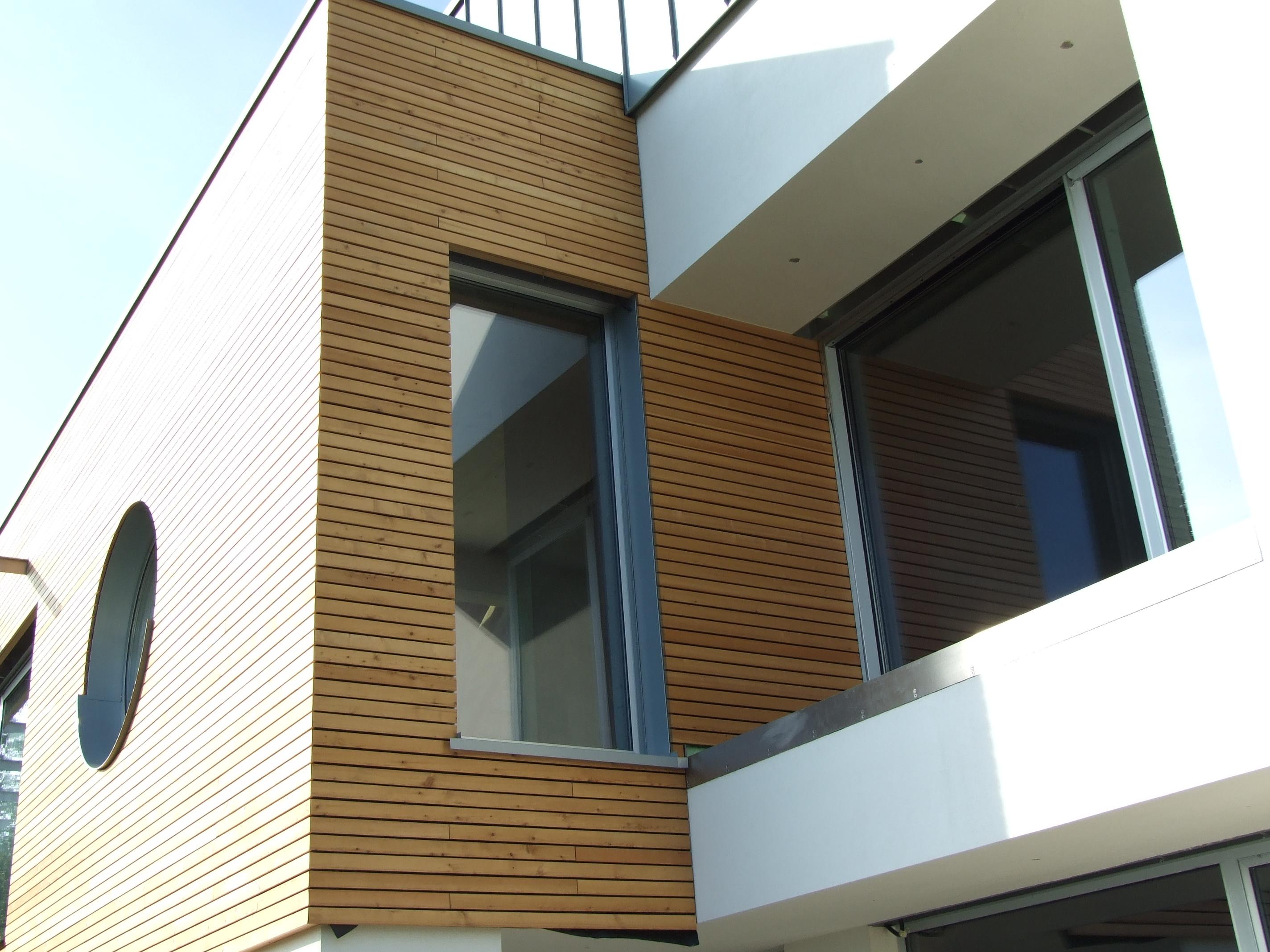 Lesena fasada Mozjanca- sibirski macesen- enaki razmaki med deskami